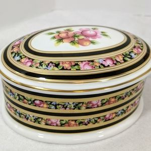 Wedgewood Bone China Clio Oval Trinket Box Vtg
